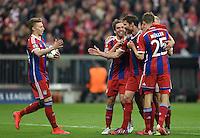 FUSSBALL  CHAMPIONS LEAGUE  SAISON 2014/2015  VIERTELFINALE RUECKSPIEL FC Bayern Muenchen  - FC Porto                   21.04.2015 Torjubel nach dem 6:1: Michell Weiser, Philipp Lahm, Xabi Alonso und Thomas Mueller (v.l., alle FC Bayern Muenchen)