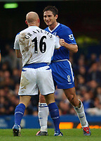 Fotball<br /> Premier League 2004/2005<br /> 06.11.2004<br /> Foto: SBI/Digitalsport<br /> NORWAY ONLY<br /> <br /> Chelsea v Everton<br /> <br /> Chelsea's Frank Lampard and Everton's Thomas Gravesen confront each other