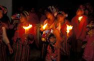 Guatemala. women procession on holy thursday IN ANTIGUA  /  Procession des femmes dans la nuit du Jeudi Saint   /  R00009/14    L0007327  /  R00009  /  P0004113