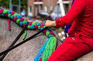 Europa, Niederlande, Zeeland, Walcheren, Ringreiten in Oostkapelle, beim Ringreiten muss der Reiter einen kleinen Ring im Galopp mit einer Lanze treffen und aufspiessen, das Turnier findet in mehreren Durchlaeufen statt, wobei der Ring immer kleiner wird.<br /> <br /> Europe, Netherlands, Zeeland, Walcheren, ring riding in Oostkapelle, the rider must impale a small ring with a lance while galloping, the tournament takes place in several runs, in which the ring becomes smaller and smaller.