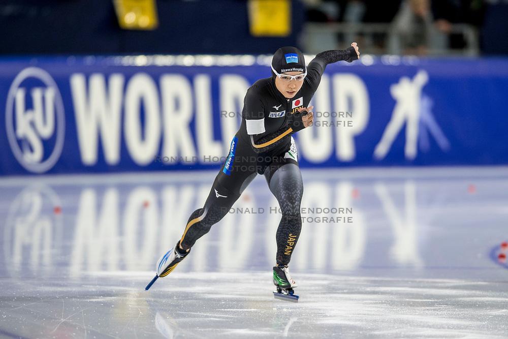 10-11-2017 NED: ISU World Cup, Heerenveen<br /> 500 m women, Nao Kodaira JAP snelt in nieuw baanrecord naar zege op 500 meter