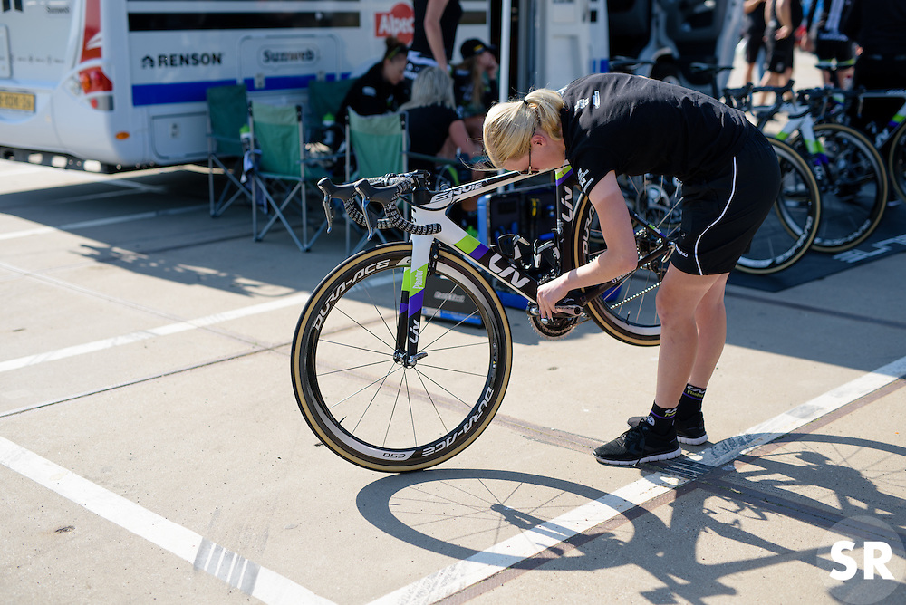 Rozanne Slik (Liv Plantur) checks her gearing ahead of the 103 km Stage 1 of the Boels Ladies Tour 2016 on 30th August 2016 in Tiel, Netherlands. (Photo by Sean Robinson/Velofocus).