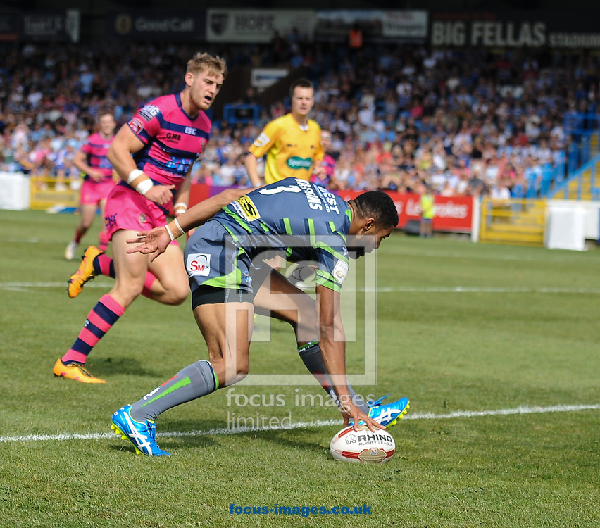 Kallum Watkins of Leeds Rhinos scores the opening try during the Super 8s Qualifiers match at The Big Fellas Stadium, Post Office Road, Pontefract.<br /> Picture by Richard Land/Focus Images Ltd +44 7713 507003<br /> 06/08/2016