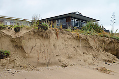 Northland-Cyclone Pam causes heavy swells at Matapouri