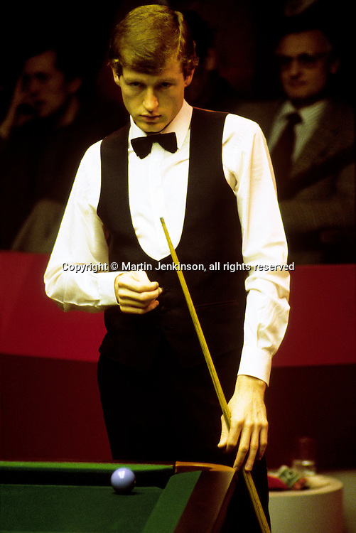 Steve Davis competing in the Embassy World Professional Snooker Championships at The Crucible, Sheffield  ...© Martin Jenkinson, tel 0114 258 6808 mobile 07831 189363 email martin@pressphotos.co.uk. Copyright Designs & Patents Act 1988, moral rights asserted credit required. No part of this photo to be stored, reproduced, manipulated or transmitted to third parties by any means without prior written permission