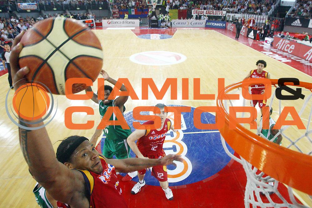 DESCRIZIONE : Roma Lega A1 2007-08 Playoff Semifinale Gara 3 Lottomatica Virtus Roma Air Avellino<br /> GIOCATORE : David Hawkins<br /> SQUADRA : Lottomatica Virtus Roma<br /> EVENTO : Campionato Lega A1 2007-2008 <br /> GARA : Lottomatica Virtus Roma Air Avellino<br /> DATA : 27/05/2008 <br /> CATEGORIA : Schiacciata special<br /> SPORT : Pallacanestro <br /> AUTORE : Agenzia Ciamillo-Castoria/G.Ciamillo<br /> Galleria : Lega Basket A1 2007-2008 <br /> Fotonotizia : Roma Campionato Italiano Lega A1 2007-2008 Playoff Semifinale Gara 3 Lottomatica Virtus Roma Air Avellino<br /> Predefinita :