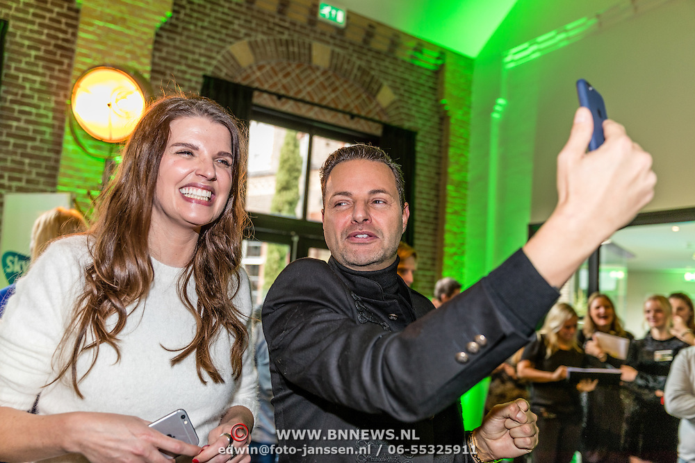 NLD/Amsterdam/20161207 - 8e Sky Radio's Christmas Tree For Charity,  Manon Meijers en Fred van Leer
