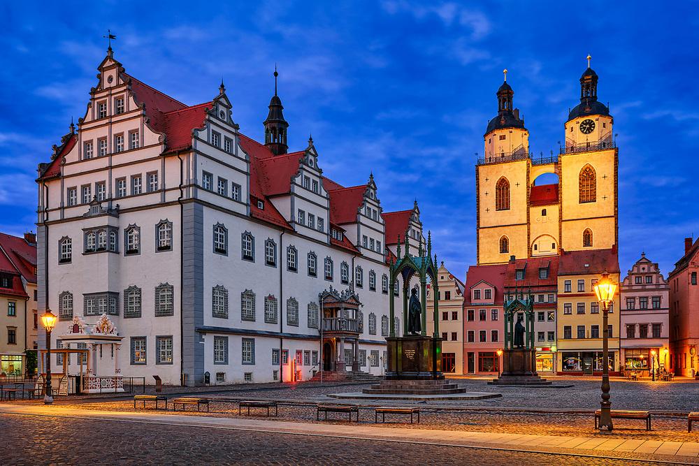 Wittenberg ist ein lohnenswertes Ziel, denn hier lebte und wirkte Martin Luther. Keine andere Stadt ist so mit der Reformation verbunden wie die Lutherstadt an der Elbe. Renaissancegebäude aus dieser Blütezeit bestimmen noch heute das Stadtbild und auf dem Wittenberger Marktplatz stehen die beiden bedeutendsten Bürger der Stadt aus Bronze, Luther und Melanchthon.