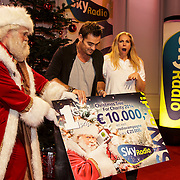 NLD/Hilversum/20141209 - Sky Radio Christmas Tree for Charity 2014, Jeroen van der Boom en Nance winnaars Sky Radio's Christmas Tree For Charity voor het Kinderfonds Mamma