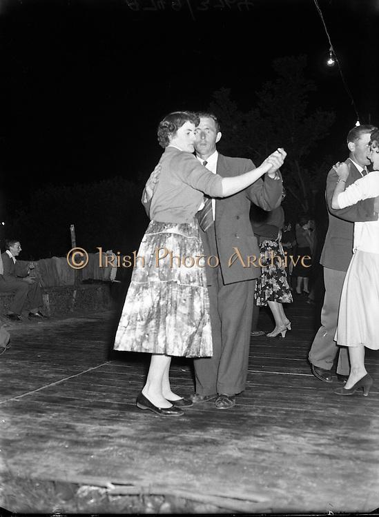 Roadside dancing at Kilcoran, Cahir, Co. Tipperary .10/07/1958.