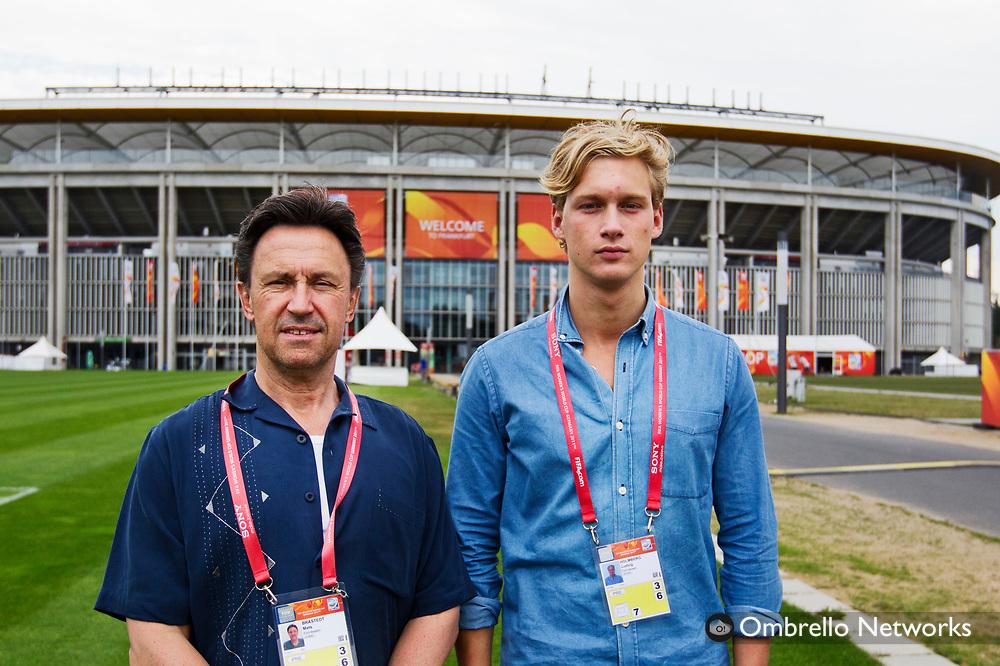 FRANKFURT 2011-07-12<br /> LANDSLAGET FOTBOLL TRÄNAR INFÖR SEMI-FINAL.<br /> I bild: Mats Bråstedt och Ludvig Holmberg.
