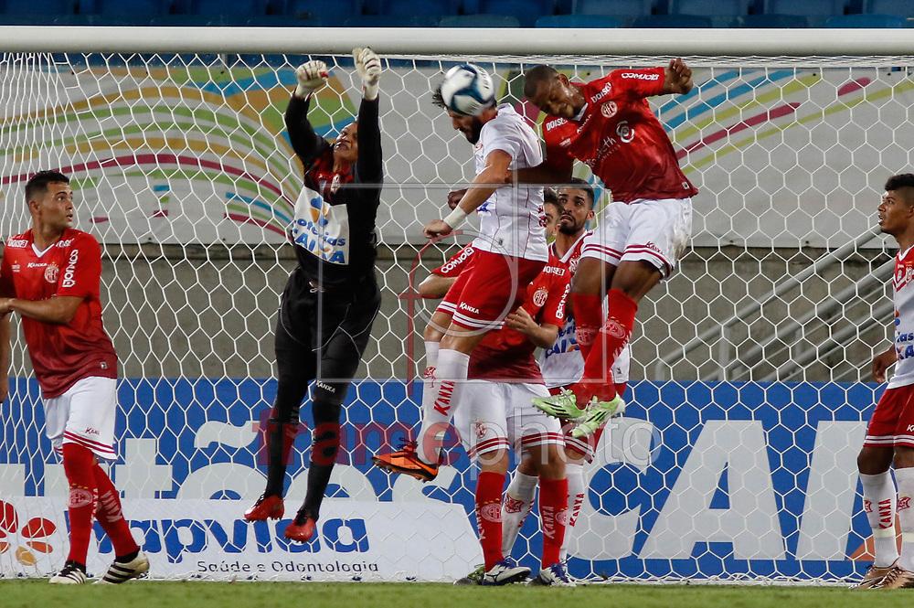 Partida entre América(de uniforme vermelho) e Sergipe, válida pela quinta rodada do grupo E da Copa do Nordeste, no estádio Arena das Dunas, em Natal, na tarde deste domingo(12). Foto: Nuno Guimarães/FramePhoto
