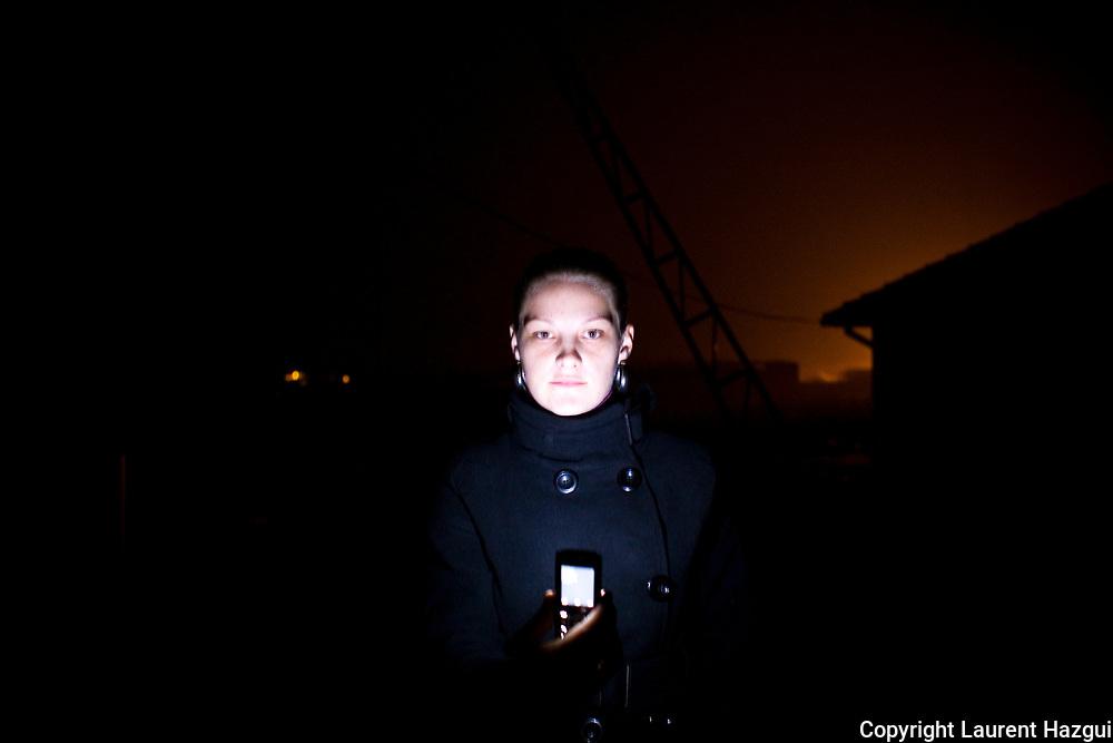 """11122007. Enclave serbe de Gracaniça. Marija Dimitrijevic, 21 ans, serbe, travaille pour l'ONG albanaise Vita Kosova. Elle vit et travaille dans l'enclave serbe de Graçanica. Ella a rencontré pour la première fois de sa vie des Albanais par son travail et avoue son étonnement d'avoir découvert qu'il y avait """"des albanais qui sont bons""""."""