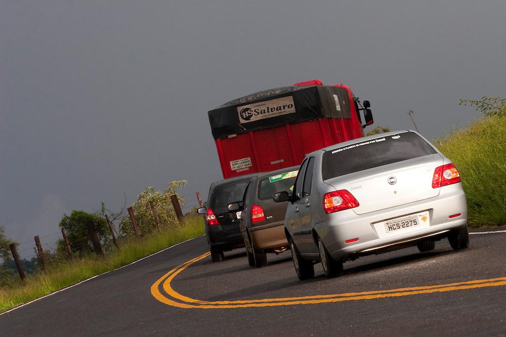 BR120_MG, Brasil...Trafego na BR120 em um dia chuvoso em Minas Gerais...The traffic on BR120 in the rainy day in Minas Gerais...Foto: BRUNO MAGALHAES / NITRO