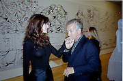 Stephanie Seymour and giles Bensimon. Azzadine Alaia installation. 575 Broadway. NY. 22 September 2000. © Copyright Photograph by Dafydd Jones 66 Stockwell Park Rd. London SW9 0DA Tel 020 7733 0108 www.dafjones.com