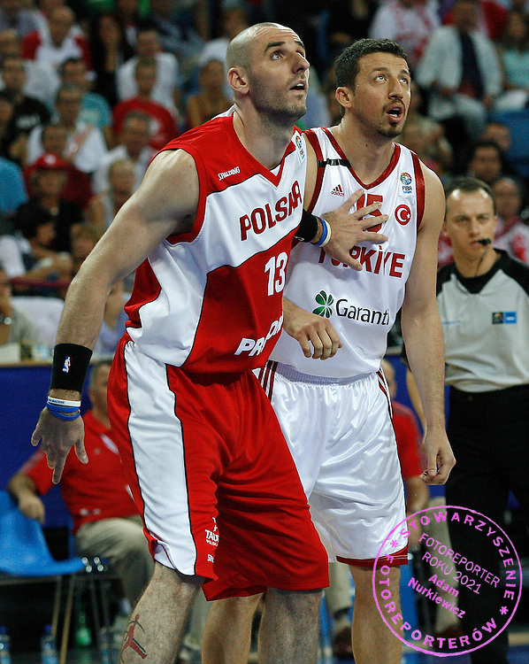 Wroclaw 09/09/2009.EuroBasket 2009.Preliminary Round - Group D.Poland v Turkey.Marcin Gortat of Poland and Hidayet Turkoglu of Turkey ..Photo by : Piotr Hawalej / WROFOTO