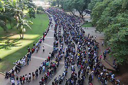 March 26, 2019 - Sao Paulo, Brazil - A giant line formed in the Anhangabaú Valley, in the center of the city of São Paulo, where job search is being promoted by the Secretariat of Economic Development and Labor of São Paulo City Hall and the Trade Union of Trade Unions on Tuesday morning. More than 6000 jobs are offered for various segments such as telemarketing, cashier, clerk and store clerk. March 26, 2019. (Photo: Fábio Vieira/FotoRua) (Credit Image: © Fotorua/NurPhoto via ZUMA Press)