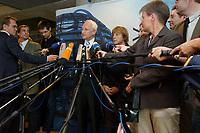 04 SEP 2003, BERLIN/GERMANY:<br /> Edmund Stoiber (L), CSU, Ministerpraesident Bayern, und Angela Merkel (R), CDU Bundesvorsitzende, geben ein Pressestaement zu den Ergebnissen des Treffens von Unionsfuehrung und komunalen Spitzenverbaenden, Jakob-Kaiser-Haus, Deutscher Bundestag <br /> IMAGE: 20030904-01-007<br /> KEYWORDS: Mikrofon, microphone, Journalist, Journalisten