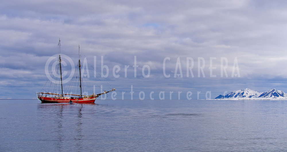 Alberto Carrera, Arctic Lands, Expedition Boat, Snowcapped Mountains, Oscar II Land, Arctic, Spitsbergen, Svalbard, Norway, Europe