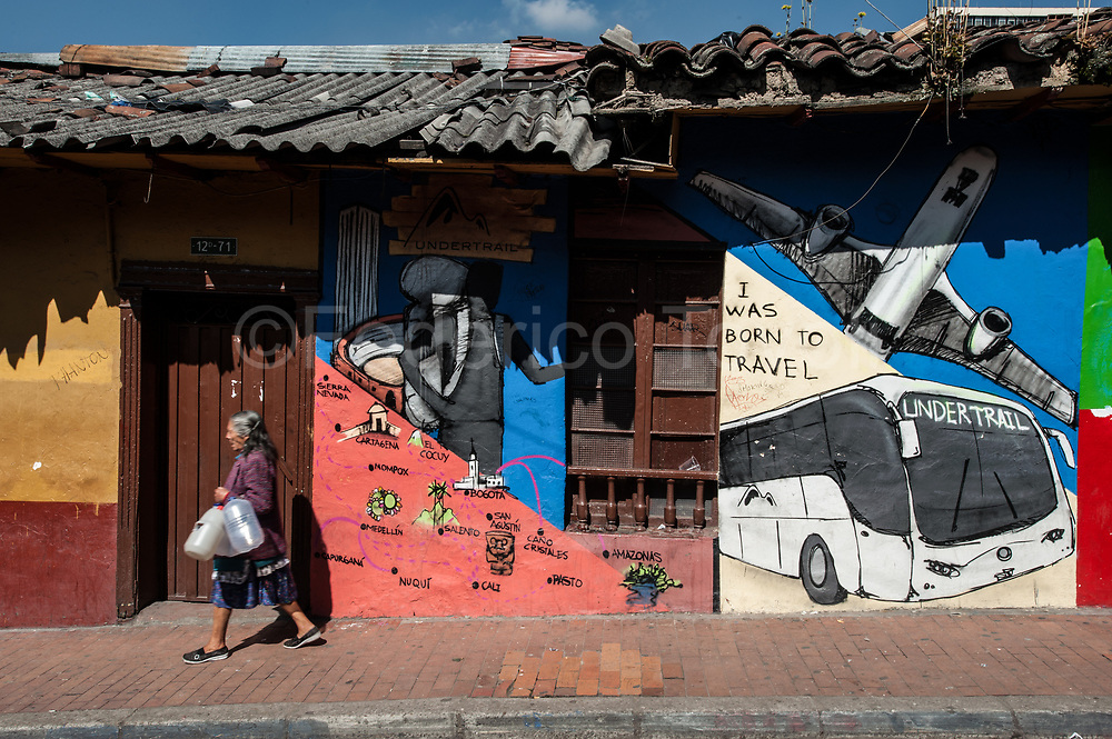 La Candelaria is a mix between undergound cultures and lifestyle old fashioned way.