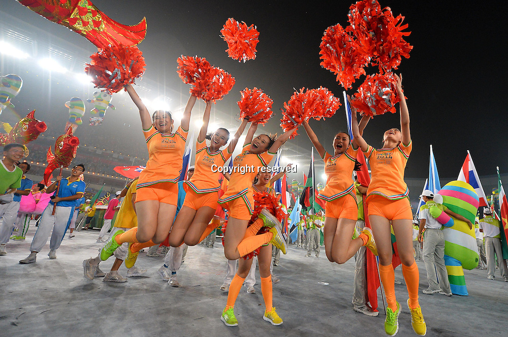 28.08.2014. Nanjing, China.  Volunteers jubilate after the closing ceremony of Nanjing 2014 Youth Olympic Games in Nanjing, capital of east Chinas Jiangsu Province, Aug. 28, 2014.