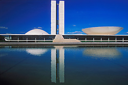 Brasilia, Distrito Federal, Brasil. Agosto/2004.Congresso Nacional em Brasilia, desenhado pelo arquiteto Oscar Niemeyer/ National Congress in Brasilia, the capital city of Brazil, located in the Brazilian Federal District. UNESCO has declared Brasília a World Heritage Site. The building was designed by Oscar Niemeyer.Foto © Marcos Issa/Argosfoto.