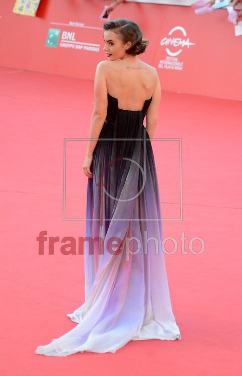 Lily Collins durante a Premiere Love Rosie, neste domingo (19/10) na cidade de Roma, Itália. Foto: Wenn/FRAME