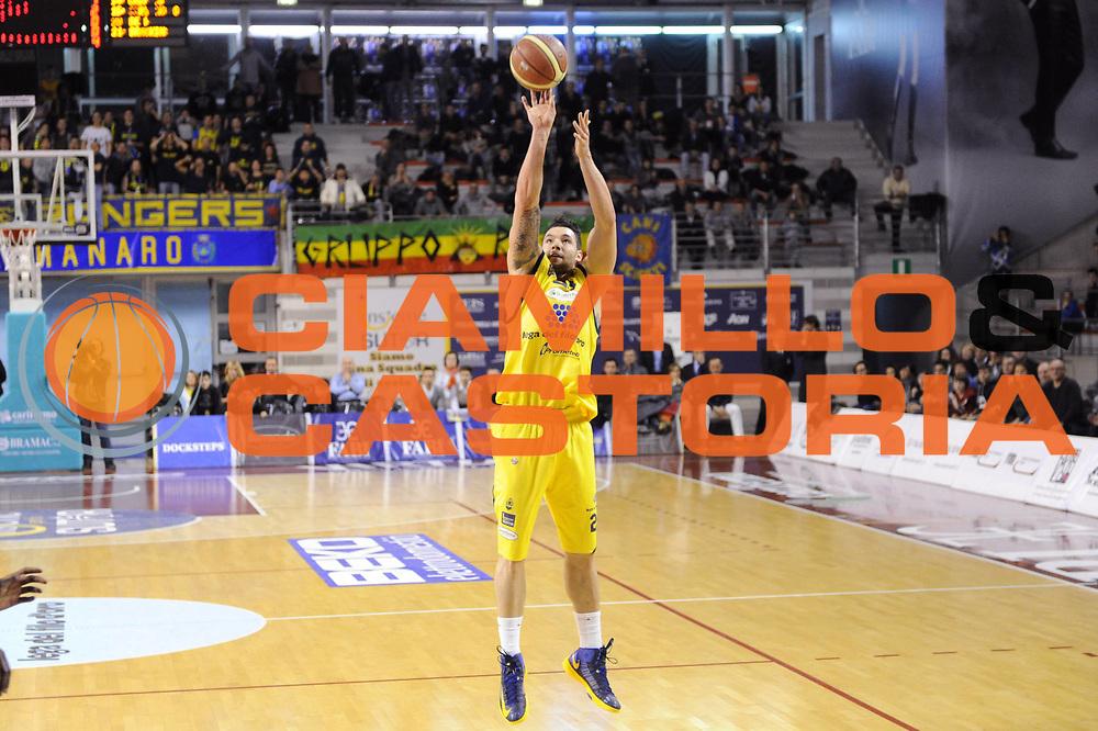 DESCRIZIONE : Ancona Lega A 2012-13 Sutor Montegranaro Angelico Biella<br /> GIOCATORE : Christian Burns<br /> CATEGORIA : tiro<br /> SQUADRA : Sutor Montegranaro<br /> EVENTO : Campionato Lega A 2012-2013 <br /> GARA : Sutor Montegranaro Angelico Biella<br /> DATA : 02/12/2012<br /> SPORT : Pallacanestro <br /> AUTORE : Agenzia Ciamillo-Castoria/C.De Massis<br /> Galleria : Lega Basket A 2012-2013  <br /> Fotonotizia : Ancona Lega A 2012-13 Sutor Montegranaro Angelico Biella<br /> Predefinita :