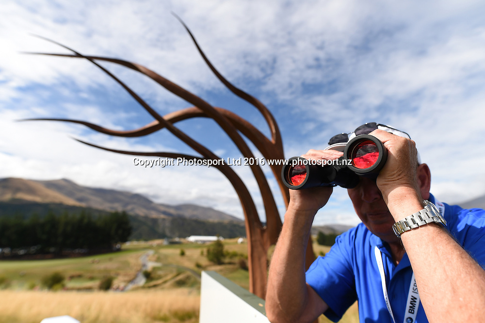 A volunteer during round 4 at The Hills during 2016 BMW ISPS Handa New Zealand Open. Sunday 13 March 2016. Arrowtown, New Zealand. Copyright photo: Andrew Cornaga / www.photosport.nz