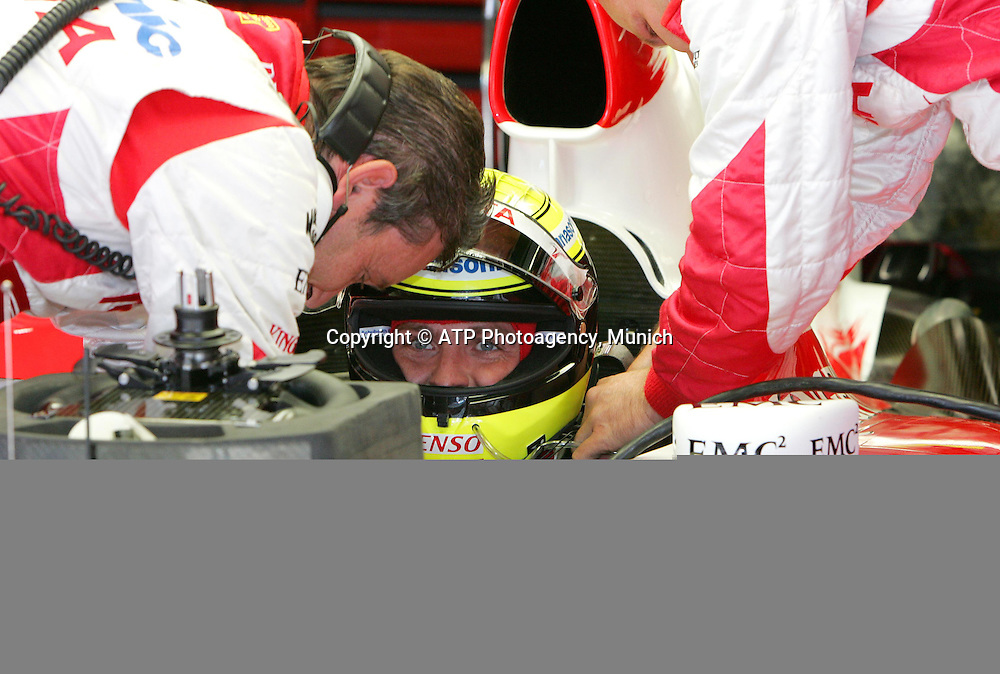 13.05.07 GP d'Espagne a Barcelone (Montmelo) Circuit de Catalunya<br /> Ralf Schumacher (Garage Toyota before the Race) - Ralf SCHUMACHER, Germany, D,  Team TOYOTA F1 2007 - Formel 1 - copyright mandatory &copy; ATP Jean-Philippe PARIENTE