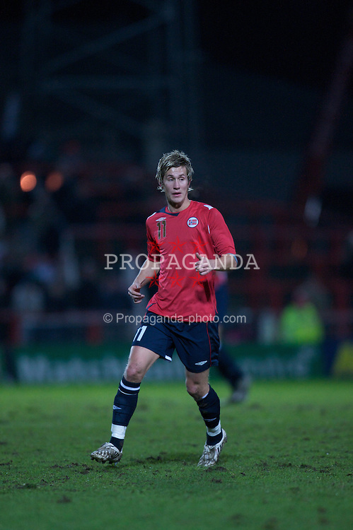 WREXHAM, WALES - Wednesday, February 6, 2008: Norway's Morten Gamst Pedersen in action against Wales during an international friendly match at the Racecourse Ground. (Photo by David Rawcliffe/Propaganda)