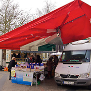 The perfect setup for the Saturday market - fresh meats & spices under the mobile awning with the Italian colors!