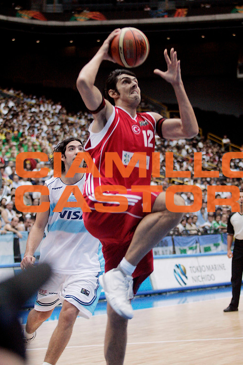 DESCRIZIONE : Saitama Giappone Japan Men World Championship 2006 Campionati Mondiali Argentina-Turkey <br /> GIOCATORE : Gonlum <br /> SQUADRA : Turkey Turchia <br /> EVENTO : Saitama Giappone Japan Men World Championship 2006 Campionato Mondiale Argentina-Turkey <br /> GARA : Argentina Turkey Argentina Turchia <br /> DATA : 29/08/2006 <br /> CATEGORIA : Tiro <br /> SPORT : Pallacanestro <br /> AUTORE : Agenzia Ciamillo-Castoria/A.Vlachos <br /> Galleria : Japan World Championship 2006<br /> Fotonotizia : Saitama Giappone Japan Men World Championship 2006 Campionati Mondiali Argentina-Turkey <br /> Predefinita :