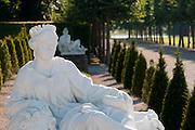 Statue, Barockgarten Schloss Schwetzingen, Baden-Württemberg, Deutschland.| .formal gardens of Schwetzingen Palace, Baden-Wurttemberg, Germany.