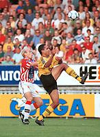 Tryggvi Gudmundsson, Tromsø. Peter Werni, Lillestrøm. Lillestrøm - Tromsø 6-0. Tippeligaen 2000. 13. august 2000. (Foto: Peter Tubaas/Fortuna Media)