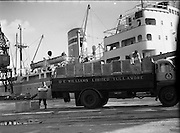 Photographs at Customs House Docks - D. E. Williams, Tullamore lorry at Alexandra Basin. .Picture of tea being loaded onto lorry - for a Miss Dunne, DOMAS .22/09/1959 .