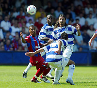 Fotball<br /> Treningskamper England<br /> 31.07.2004<br /> Foto: SBI/Digitalsport<br /> NORWAY ONLY<br /> <br /> QPR v Crystal Palace<br /> <br /> Wayne Routledge of Palace lifts the ball away from Marcus Bignot and Gino Padula of QPR