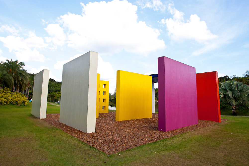 Brumadinho_MG, Brasil...Centro de Arte Contemporanea Inhotim (CACI). O Instituto Inhotim e a sede de um dos mais importantes acervos de arte contemporanea do Brasil e considerado o maior centro de arte ao ar livre da America Latina em Brumadinho, Minas Gerais. Na foto a obra de Helio Oiticica, Invencao da cor, Penetravel Magic Square # 5, De Luxe, 1997. ..Inhotim Contemporary Art Museum (CACI). The Institute Inhotim is one of the most important collections of contemporary art in Brazil and the largest outdoor center of art in Latin America Its is in Brumadinho, Minas Gerais. In this photo the art of Helio Oiticica, Invencao da cor, Penetravel Magic Square # 5, De Luxe, 1997...Foto: RODRIGO LIMA / NITRO