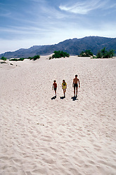 CA: Death Valley National Park, Sand dunes, model released.           .Photo by Lee Foster, lee@fostertravel.com, www.fostertravel.com, (510) 549-2202.Image: cadeat209.