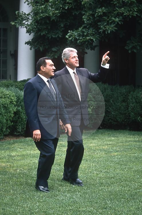 US President Bill Clinton walks with Egyptian President Hosni Mubarak July 31, 1996 in the White House Rose Garden.