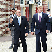 Zijne Hoogheid Prins Albert II van Monaco komt aan op Paleis het Loo met Koning Willem Alexander voor de opening van de tentoonstelling: Grace Kelly<br /> <br /> His Highness Prince Albert II of Monaco arrives Palace Het Loo with King Willem Alexander for the Opening of the exibition Grace Kelly<br /> <br /> Op de foto / On the photo:  Aankomst / Arrival