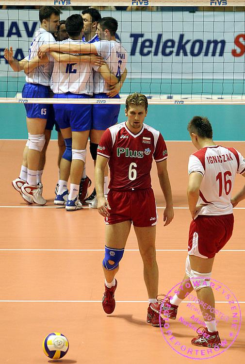 22.07.2006 Belgrade-Serbia.Serbia&Montenegro-Poland World League.Dawid Murek(C) with Ignaczak Krzystof(R) Poland during the match.Foto:Aleksandar Djorovic