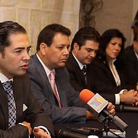 TOLUCA, México.- La consultoría GALLUP capacitara a 50 consultores de la Universidad Autónoma del Estado de México (UAEM), para que estos, a su vez apoyen a los micro, pequeños y medianos empresarios mexiquenses, anunciaron en conferencia de prensa los integrantes del Consejo Coordinador Empresarial Mexiquense. Agencia MVT / Crisanta Espinosa. (DIGITAL)