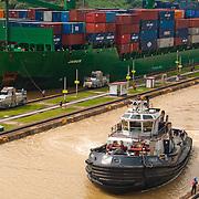PANAMA CANAL LOCKS / CANAL DE PANAMÁ<br /> Photography by Aaron Sosa<br /> Panama City, Panama 2010<br /> (Copyright © Aaron Sosa)