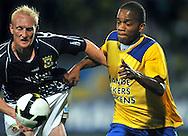 22-08-2008: Voetbal: RKC WAALWIJK:GO AHEAD EAGLES:WAALWIJK<br /> Charlison Benschop  in duel met Dave Bus<br /> Foto: Geert van Erven