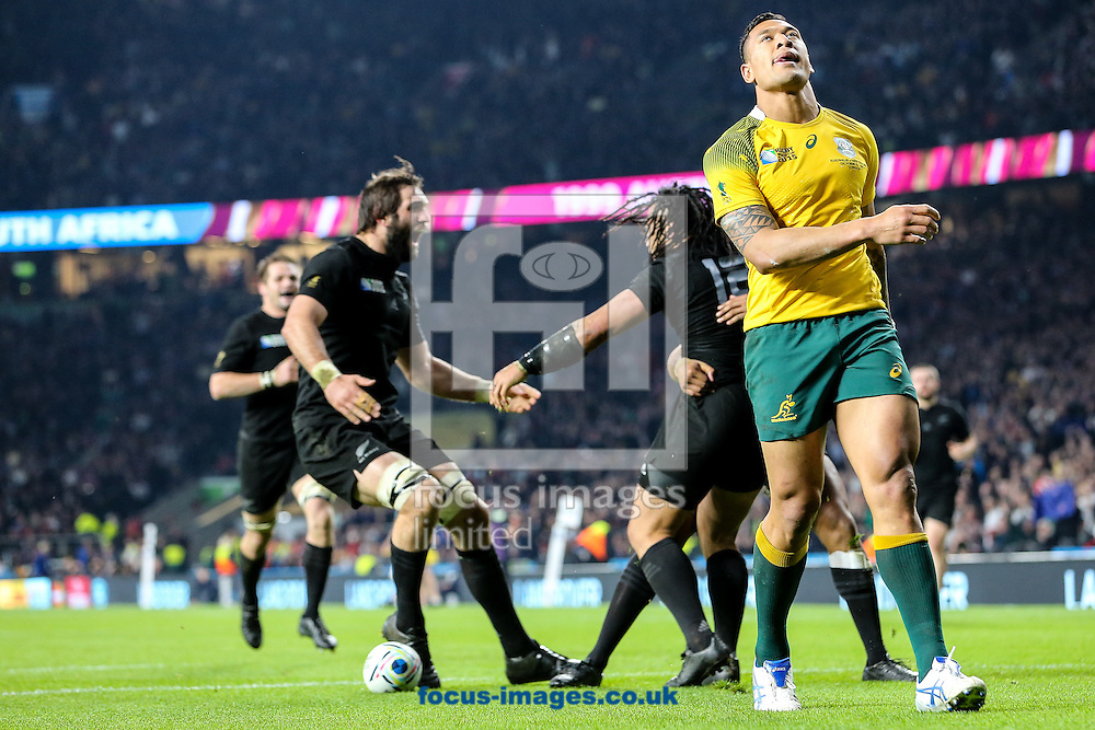 Israel Folau of Australia (right) despairs as Ma'a Nonu of New Zealand (centre) scores a try during the final of the 2015 Rugby World Cup at Twickenham Stadium, Twickenham<br /> Picture by Andy Kearns/Focus Images Ltd 0781 864 4264<br /> 31/10/2015