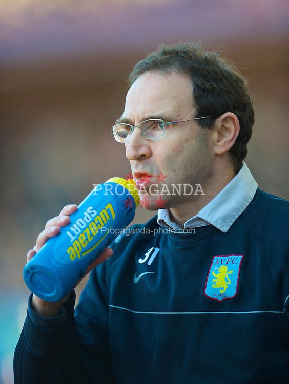 BIRMINGHAM, ENGLAND - Saturday, February 21, 2009: Aston Villa's manager Martin O'Neill during the Premiership match against Chelsea at Villa Park. (Photo by David Rawcliffe/Propaganda)