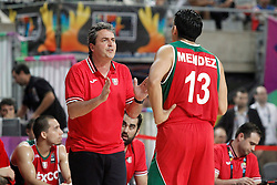 06.09.2014, City Arena, Barcelona, ESP, FIBA WM, USA vs Mexiko, im Bild Mexico's coach Sergio Valdeolmillos with his player Orlando Mendez // during FIBA Basketball World Cup Spain 2014 match between USA and Mexico at the City Arena in Barcelona, Spain on 2014/09/06. EXPA Pictures © 2014, PhotoCredit: EXPA/ Alterphotos/ Acero<br /> <br /> *****ATTENTION - OUT of ESP, SUI*****