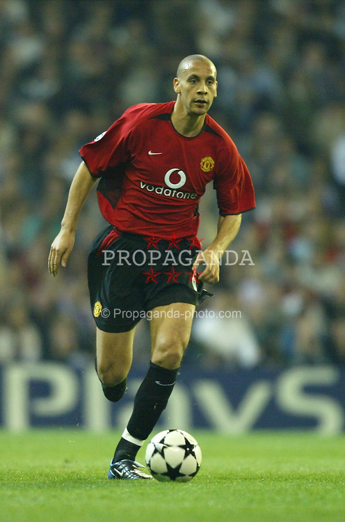 MADRID, SPAIN - Tuesday, April 8, 2003: Manchester United's Rio Ferdinand in action against Real Madrid during the UEFA Champions League Quarter Final 1st Leg match at the Estadio Santiago Bernabeu. (Pic by David Rawcliffe/Propaganda)