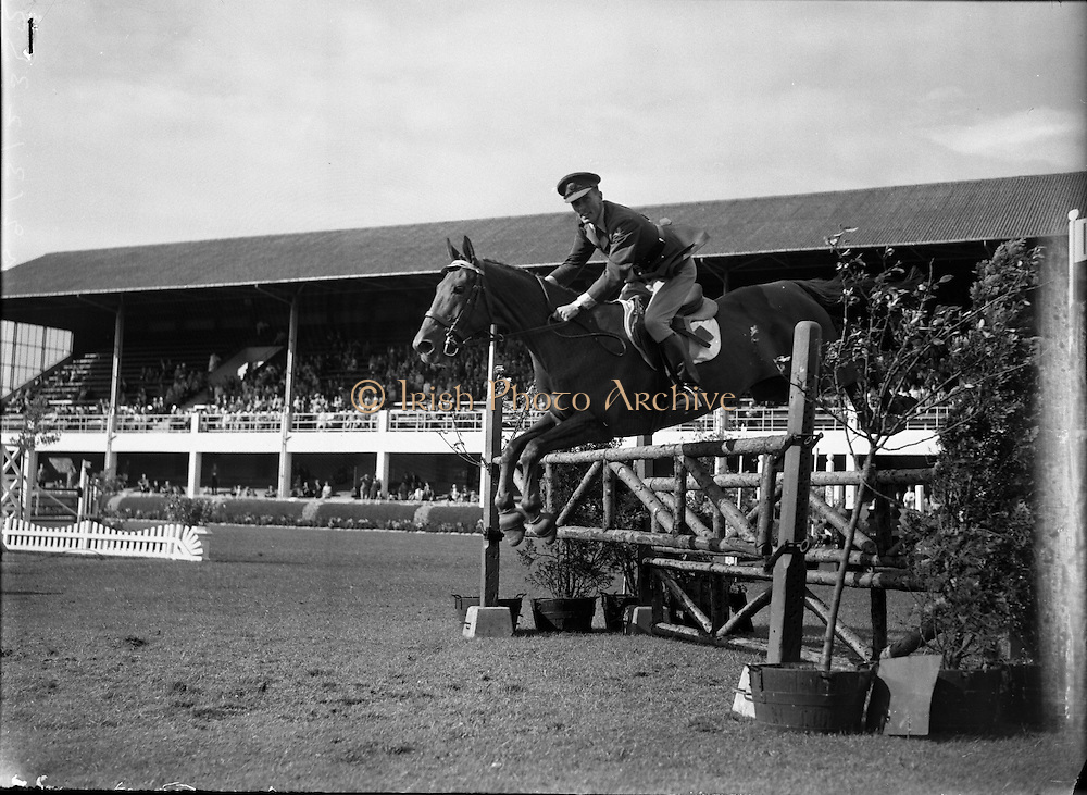 Billy Ringrose/Captain John Brooke at the R.D.S Horse Show, Tuesday..08.08.1961